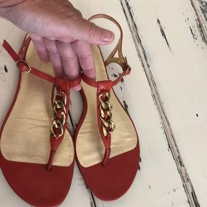 Banana republic red chain gold accent  size 7 1/2